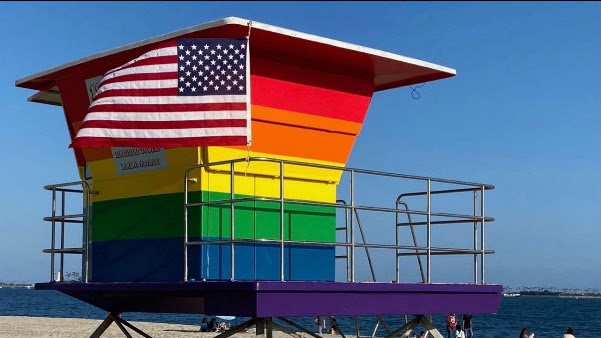 Rainbow lifeguard tower spotted in Long Beach!